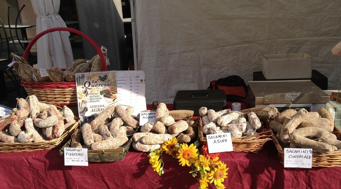 Figure 1. Figure 1 Donatella's stand at the farmers' market (author 2013).